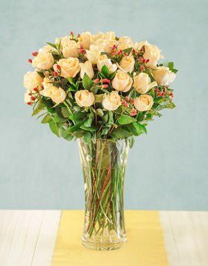 roses Cream Roses with Hypericum in Vase