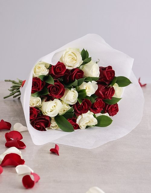 roses Queen of Hearts Rose Bouquet