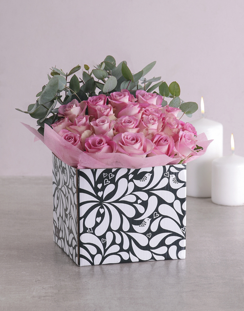 roses Pink Roses in Black and White Box