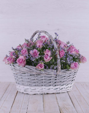 roses Dreamy Lilac Roses in Willow Basket