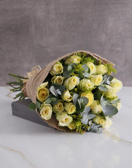 roses Dreamy Cream Roses In Hessian