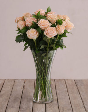 roses Flair of Peach with Roses in a Vase