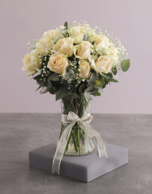 roses Showstopping Cream Roses