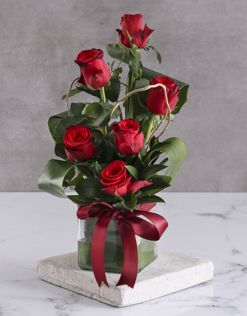 roses Red Roses In Clear Square Vase