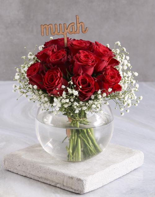 roses Smooch Red Roses In Fish Bowl